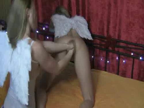 Fantastic amateur lesbian angels double fisting pussy
