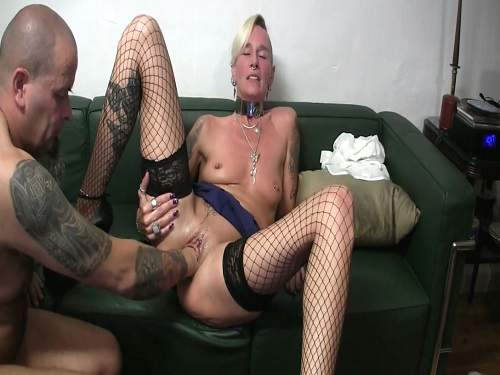 Pissing fetish and hot wifes fisting pussy