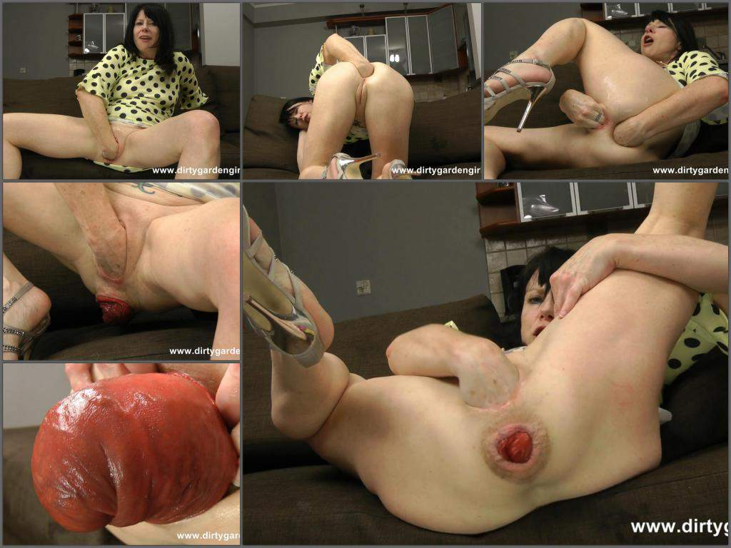 Girl sex garden dirty prolapse