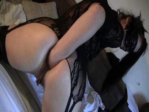Masked brunette with sweet big labia solo fisting