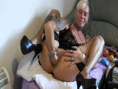 Skinny punk milf fisting and apple insertion vaginal