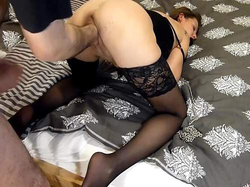 Cumshot in wifes throat after hard fisting