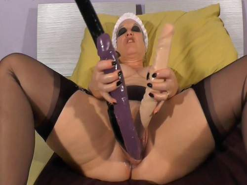 Fatty mature triple dildo penetration in stretched cunt