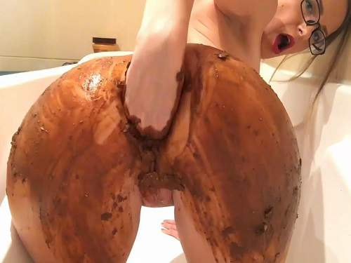 Busty girl Josslynkane fingering her shitting ass in the bathroom