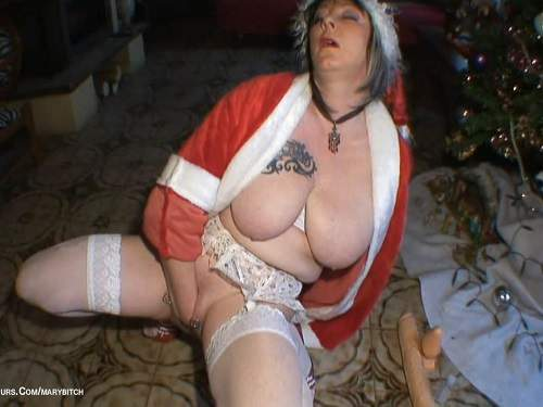 New Christmas HD porn – piercing pussy fisting