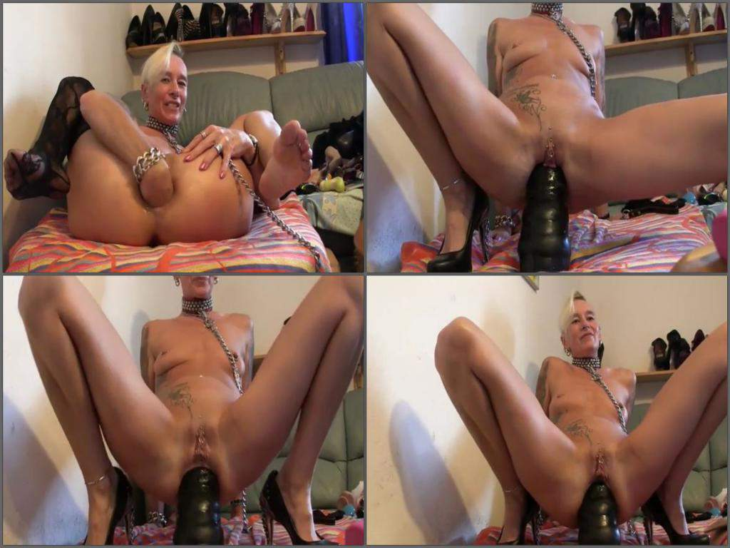 Mature big tit mom