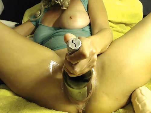 bottle in a fat pussy