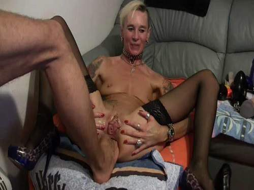 Lady-Isabell666 gets footing and double fisting anal amateur