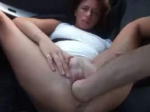Kinky wife gets vaginal fisted in the car