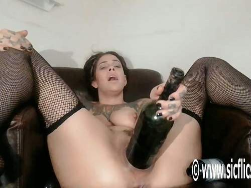 Tattooed camgirl bottle and hand insert in stretched gaping pussy