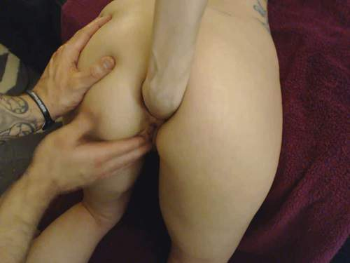 Unique amateur fisting girl Kitty Darlingg hands in places
