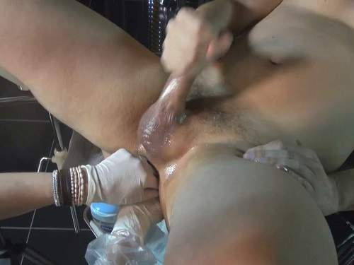 Amateur – Exciting femdom fisting and amazing handjob homemade