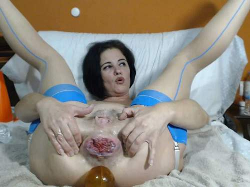 Bottle insertion – Webcam milf Queenvivian stretched rosebutt anus with many dildos and bottles