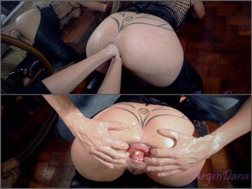 Prolapse – Big ass MILF gets double fisted in doggy style and loose prolapse anus