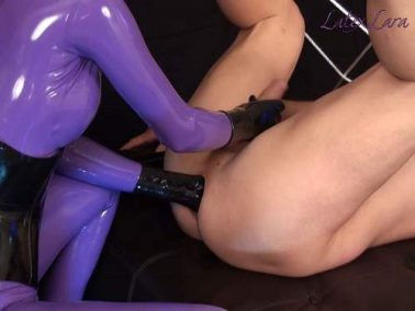 Latex fetish - Mistress Latex Lara anal fisting domination to bondage slave