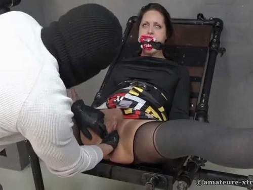 Maledom – Amateure xtreme fisting porn with bondage girl