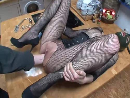 Mask Fetish – Amateur sexy masked girl gets deep vaginal fisting from male