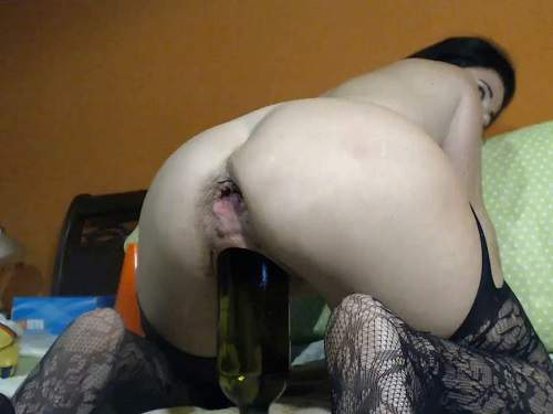 Closeup – Hairy MILF with saggy tits Kinkyvivian wine bottle riding and auto gaping anal show too