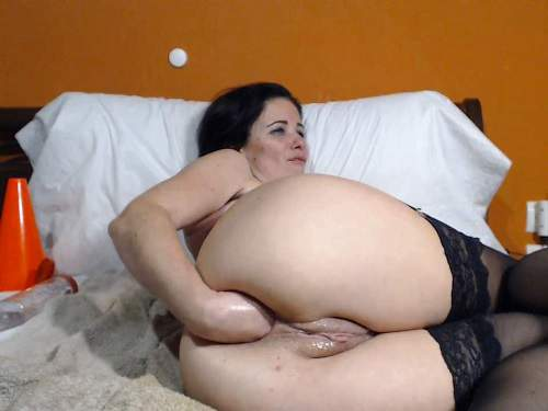 Dildo porn – Dirty MILF Kinkyvivian self fisting and double fisting to gaping