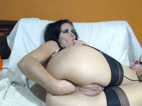 Webcam – Kinkyvivian vaginal pump, bottle and dildos fuck vaginal