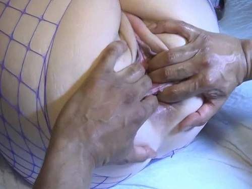 MILF – Big ass MILF gets double penetration with fist and cock POV porn amateur