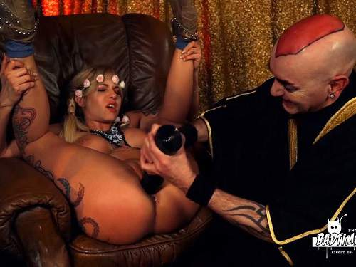 Closeup – Busty blonde Mia de Berg gets fisted and dildo fuck from bald bad male