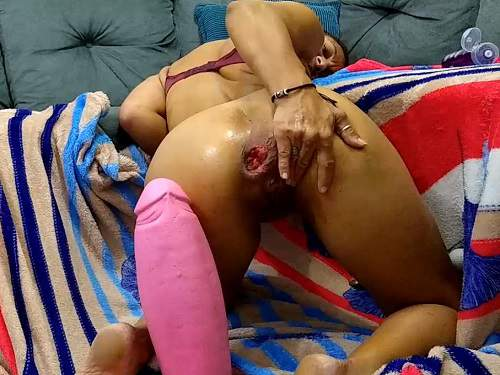 Colossal dildo – Amateur mature penetration really shocking pink rubber dildo in ass rosebutt