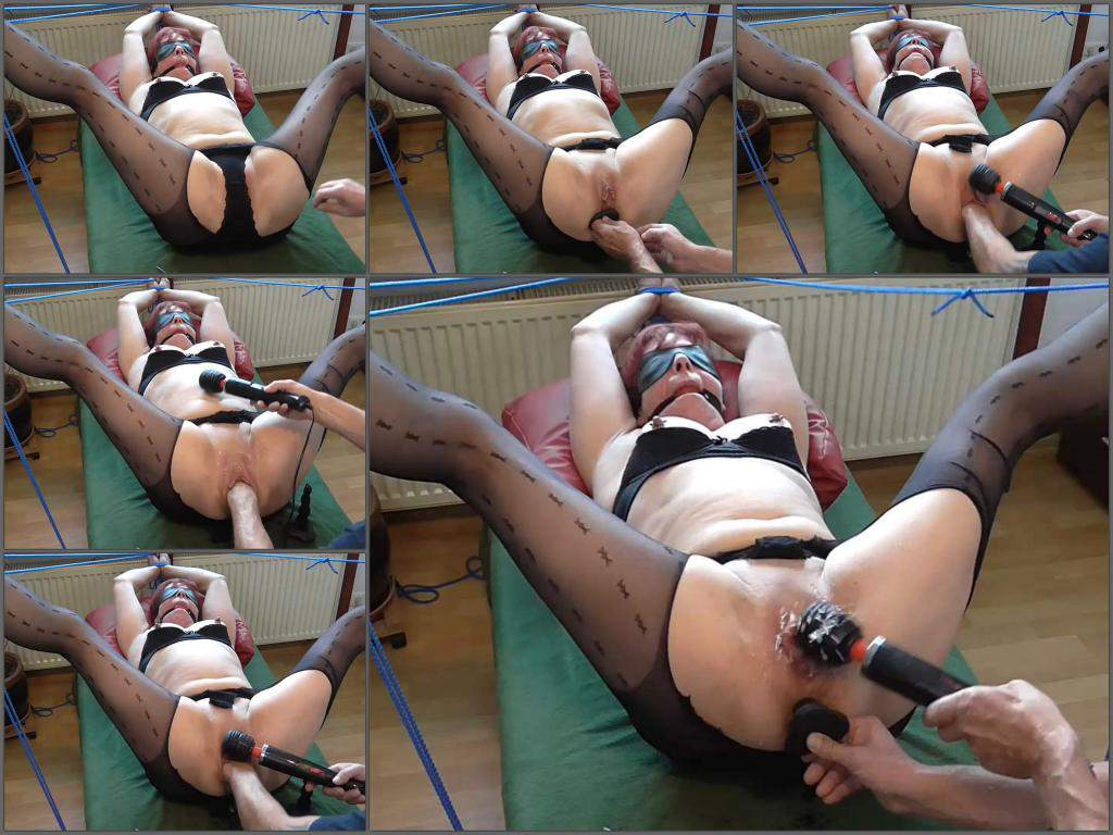 Anal Sex With Bondage squirt – bondage old wife gets fisted and squirt during