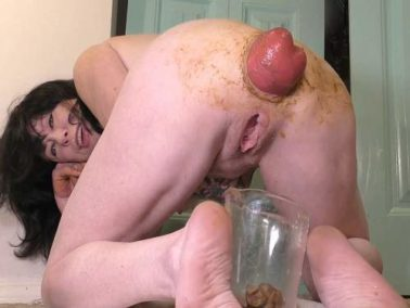 Smearing scat - Webcam MILF again ruined her scat anal prolapse – Premium user Request