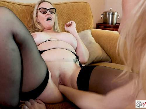 Close up – Mrs Siren extremely vaginal fisting lesbians