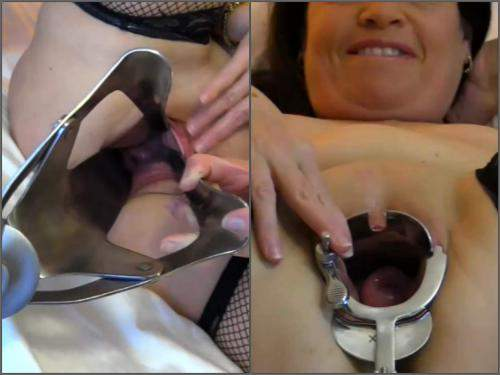Webcam – Hottabbycat speculum examination and rides on a monster toys