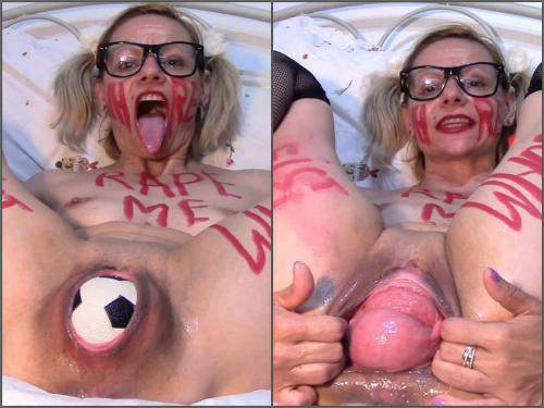 Prolapse porn – Kinky MILF ruined pussy prolapse with balls and fist – Premium user Request