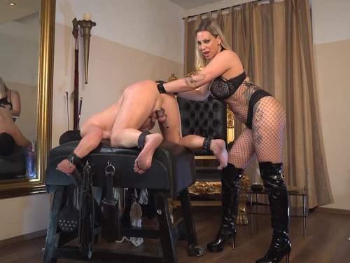 Femdom fisting – German mistress Aurora Nia Knoxx fisting to slave