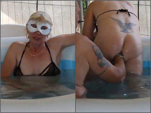 Mature penetration – German old mature gets deep fisted from husband in the jacuzzi