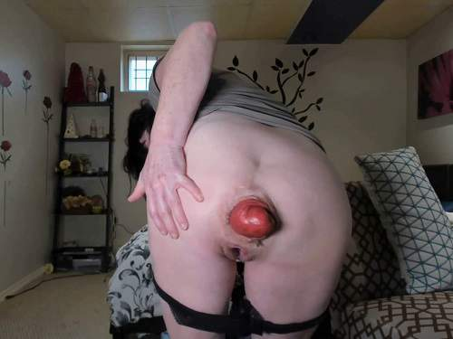 Solo fisting – Amateur SCAT MILF stretching her awesome size prolapse anal