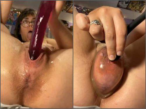 Webcam – Webcam star peeing during pump after fisting and dildo sex