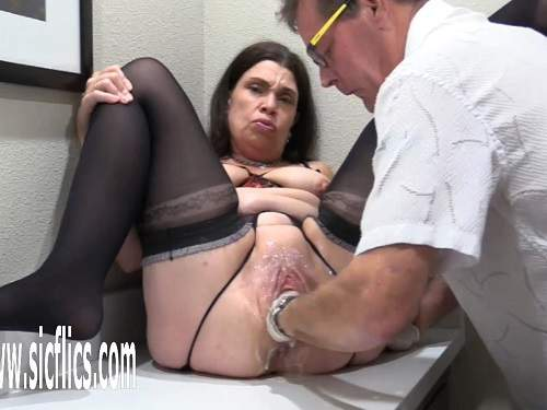 Girl gets fisted – Crazy mature Hottabbycat gaping pussy loose again during fisting deep