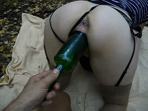 Bottle insertion – Amateur wife outdoor gets fisted and wine bottle vaginal penetration