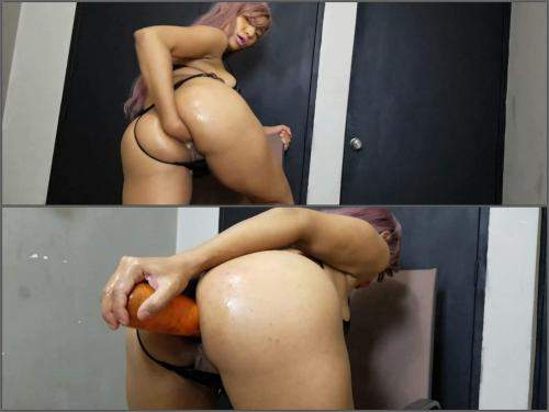 Anne Michelle fist and big carrot up my big butt,Anne Michelle solo fisting,deep fisting,girl gets fisted,big ass girl,latina porn,carrot anal,carrot in ass