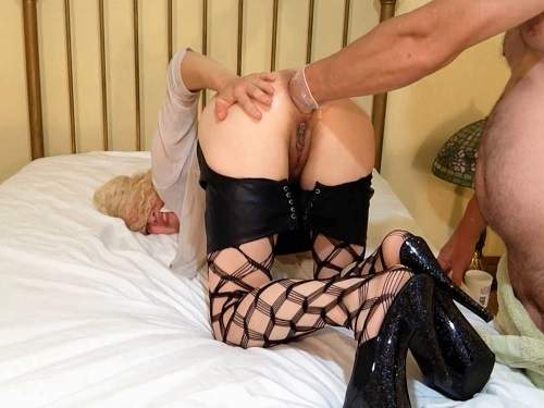 Girl gets fisted – Alluringanal being fisted as a blonde for the first time homemade