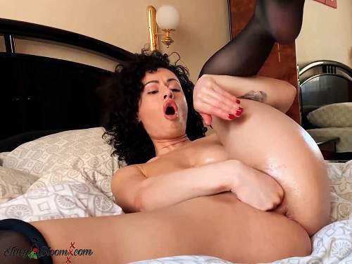 Anal stretching – Russian curly pornstar first anal and pussy fisting in the hotel