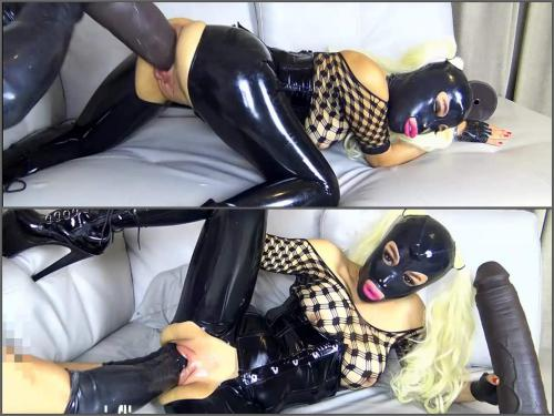 Amateur fisting – Big tits rubber mask girl gets double fisted and dildo domination