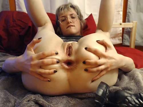 Close up – Webcam horny wife really giant dildo penetration anal to gape