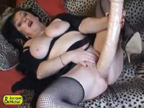 Stretching gape – Fatty mature monster dildo penetration in wet cunt