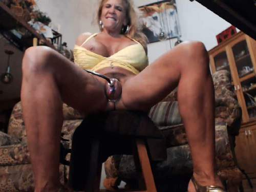 Pussypump – Webcam busty muscular milf clit and pussy pump – Release October 09, 2017