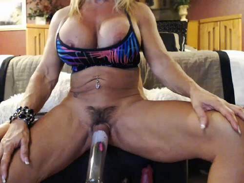 Webcam – Muscular milf musclemama4u big clit and hairy pussy pump amazing