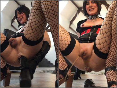 Shemale – Old shemale rough rides on a huge black dildo