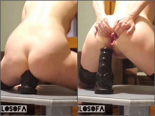 Gaping anal – Amateur kinky girl TeresaF big plug deep penetration in ass