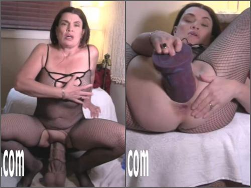 Bad dragon dildo – Webcam booty MILF Hottabbycat gets orgasm during rides on a bad dragon dildos