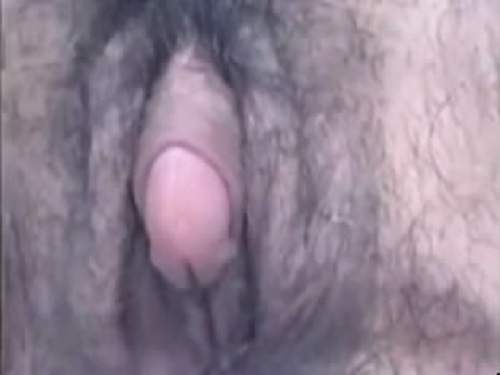 Hairy – Webcam whore with big hairy clit pumping